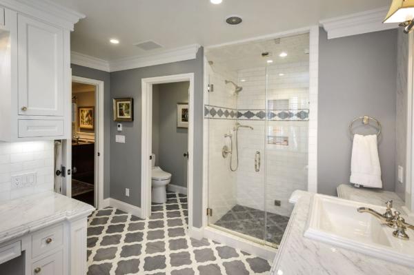 белая классическая ванная комната