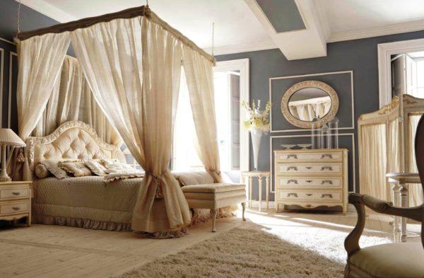 двухспальная кровать с балдахилом