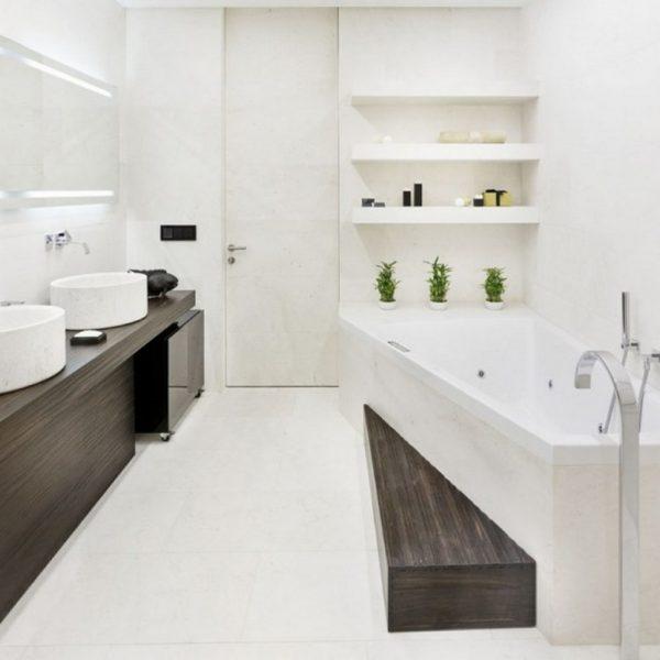 любопытный стиль белой ванной комнаты