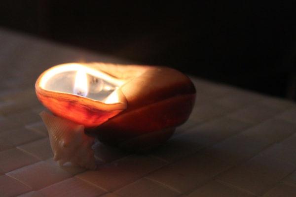 необычная свеча в ракушке