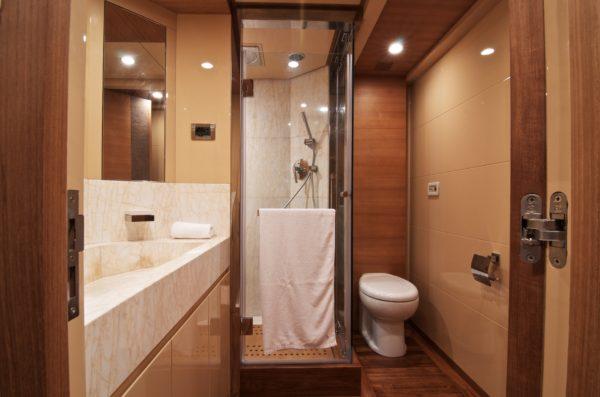 облицовка деревом ванной комнаты