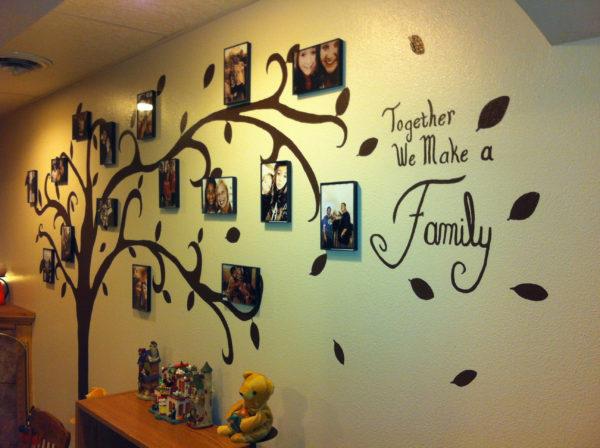 оформление стены деревом с фотографиями