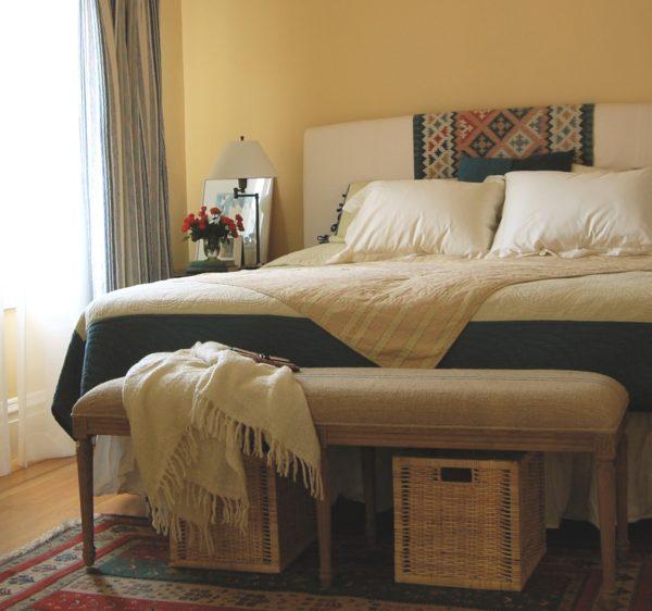 плетеная корзина для спальни