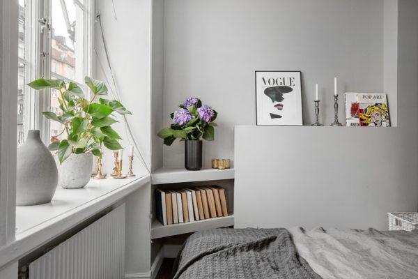 скромная спальня в квартире