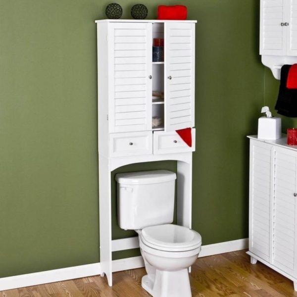 белый шкаф над унитазом