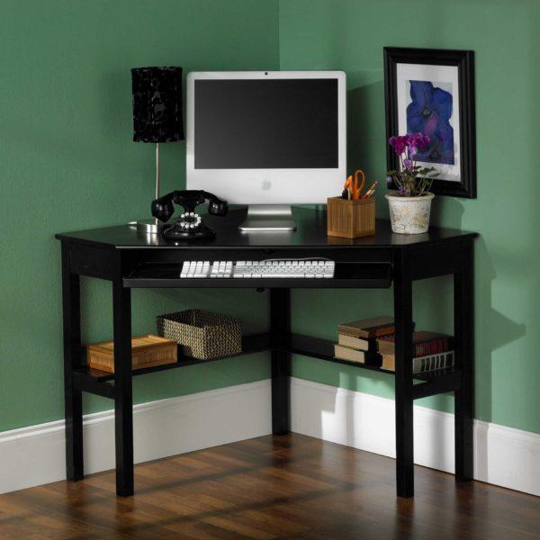 столик для компьютера в углу
