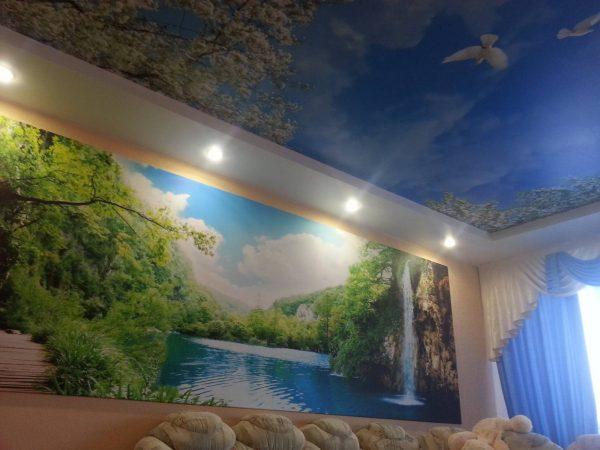 натяжной потолок с фотопечатью в маленькой квартире