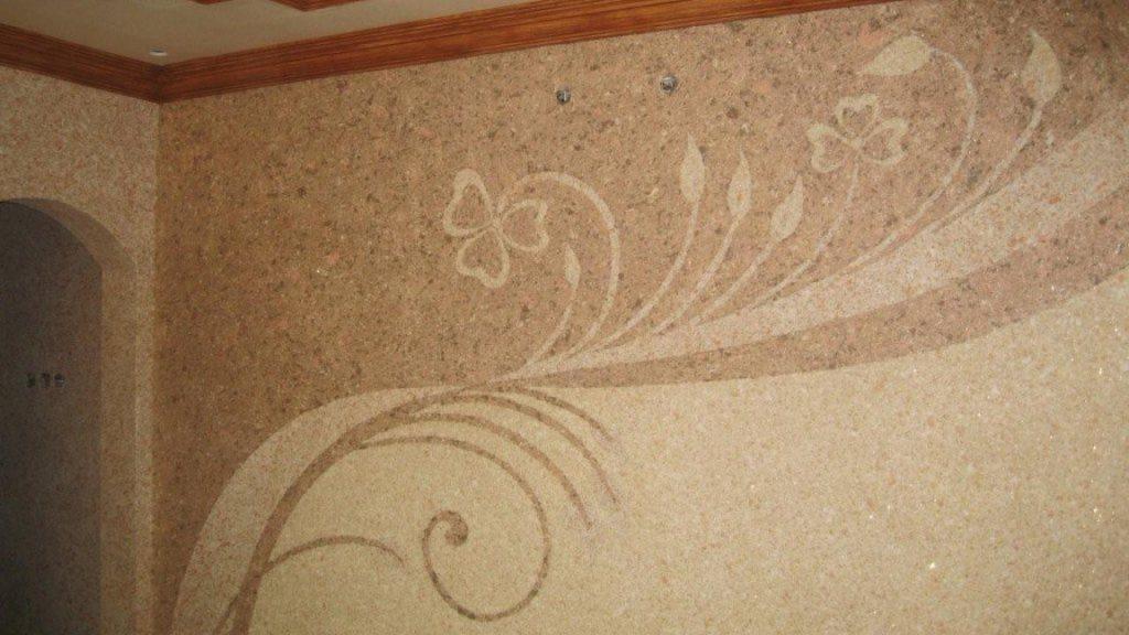 Жидкими обоями можно наносить на стены даже сложные узоры или картины
