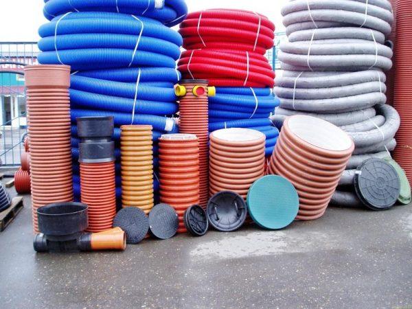Какие выбрать дренажные трубы по материалу изготовления