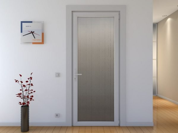 Какие свойства и особенности ПВХ дверей