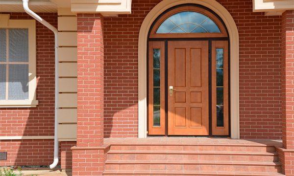 Как выбрать надежную входную дверь для частного дома