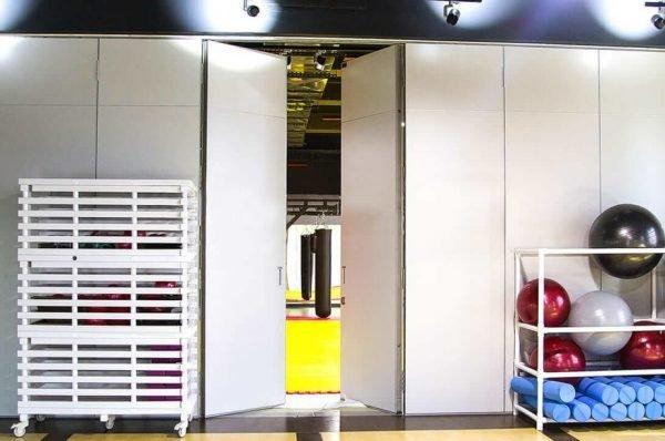 Основные особенности применения раздвижных стены и перегородок для спортивного зала